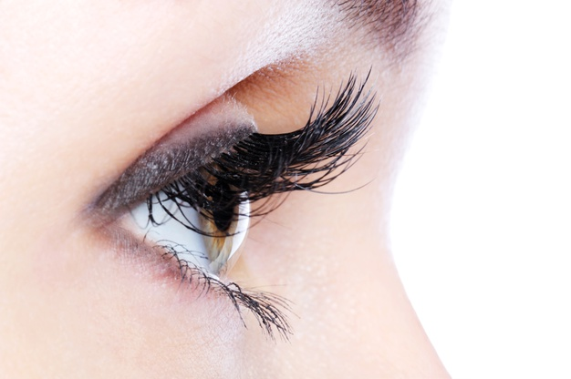 Contract manufacturing of eyelash serum
